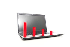 Abajo tendencia hecha de bloques del rojo en el ordenador portátil Fotografía de archivo