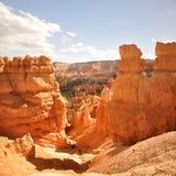 Abajo a través de malas sombras de Bryce Canyon Park Fotografía de archivo libre de regalías