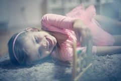 Abakus i mała dziewczynka zdjęcie royalty free