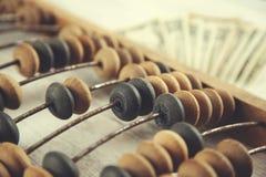 Abakus mit Geld stockfotografie
