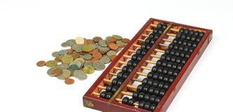 Abakus und Münzen Stockbilder