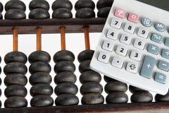 Abakus und Taschenrechner Stockbilder