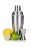 Abanador de cocktail com copo e citrinos de medição Fotos de Stock