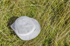 Abandon blanc de chapeau en clairière, montagne de Vitosha Photographie stock libre de droits