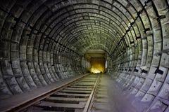 Abandonado alrededor del túnel del subterráneo bajo construcción Foto de archivo libre de regalías