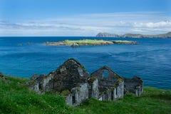 Abandonado a casa en la gran isla de Blasket foto de archivo