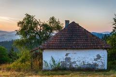 Abandonado a casa en la montaña de Zlatar, Serbia Imagen de archivo