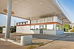 Abandonado fuera de la estación de gasolina del negocio Fotos de archivo libres de regalías