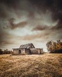 Abandonado poca casa en las praderas Fotos de archivo