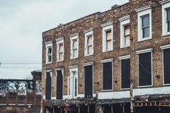 Abandonado subido encima de la construcción de viviendas de cintura baja Imágenes de archivo libres de regalías