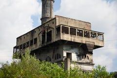 Abandonado y destruido por la central eléctrica de Tquarchal Tkvarcheli de la guerra Imagen de archivo libre de regalías