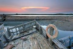 Abandonado y el bote salvavidas Foto de archivo libre de regalías