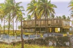 Abandonded construisant Porto Galinas Brésil Images stock