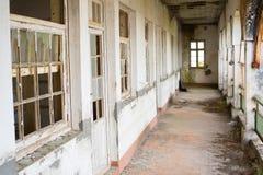 Abandonded-Hallengebäude Stockbild