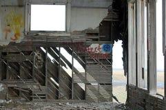 Abandonded lantlig skolhus med grafitti Royaltyfria Bilder