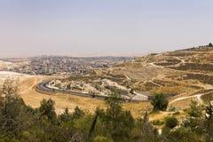Abandone el área de Cisjordania y las ciudades y los pueblos palestinos detrás de la pared de separación de Cisjordania Foto de archivo libre de regalías