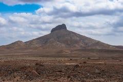 Abandone el paisaje árido en la isla Cabo Verde - Cabo Verde de la sal Fotos de archivo libres de regalías
