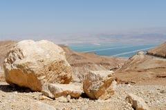 Abandone el paisaje cerca del mar muerto al mediodía brillante Fotos de archivo libres de regalías
