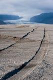 Abandone el paisaje con el glaciar y el cielo tempestuoso, Islandia Fotos de archivo