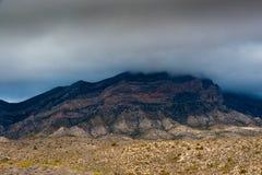 Abandone el paisaje con las nubes y la niebla en Nevada Imagen de archivo libre de regalías