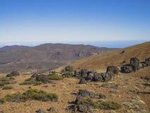 Abandone el paisaje volcánico con las montañas púrpuras en nati del teide del EL Foto de archivo