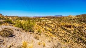 Abandone el paisaje y las montañas rugosas en el bosque del Estado de Tonto en Arizona, los E.E.U.U. Foto de archivo