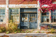 Abandone fabriksbyggnad Arkivfoton