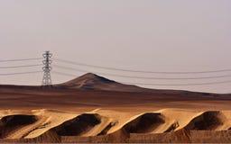 Abandone la arena y las dunas de arena, en el corazón de la Arabia Saudita en la manera a Riad Imagenes de archivo