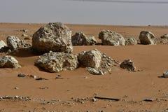 Abandone la arena y las rocas, en el corazón de la Arabia Saudita en la manera a Riad Imágenes de archivo libres de regalías