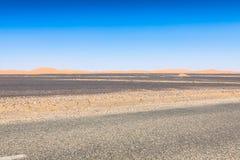 Abandone la duna en el ergio Chebbi cerca de Merzouga en Marruecos Imagen de archivo libre de regalías