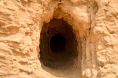 Abandone la suciedad animal del roedor del fregadero de la arena del préstamo de la guarida de la serpiente del calabozo Fotos de archivo