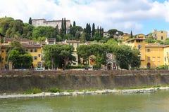 Abandone las calles y los edificios cerca del río en Florencia, Italia Imagen de archivo libre de regalías