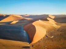 Abandone las dunas de arena en Namibia meridional tomada en enero de 2018 Fotos de archivo libres de regalías