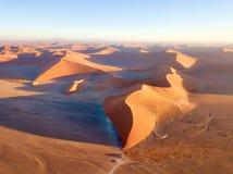 Abandone las dunas de arena en Namibia meridional tomada en enero de 2018 Imagen de archivo