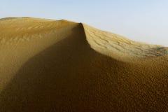 Abandone las dunas de arena de la Arabia Saudita con la arena y el cielo solamente Fotografía de archivo libre de regalías