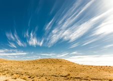 Abandone las formas de las nubes de la colina, paisaje del sur de Israel Foto de archivo