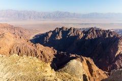 Abandone las montañas que los acantilados de la roca gorge, viaje Israel del barranco de Negev Fotos de archivo libres de regalías