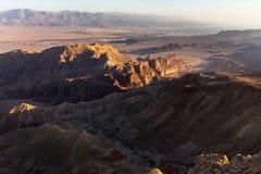 Abandone las montañas que los acantilados de la roca gorge, viaje Israel del barranco de Negev Fotos de archivo