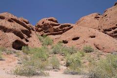 Paisagem da montanha do deserto com céu Cloudless imagens de stock