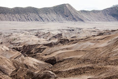 Abandone a paisagem da montanha da duna de areia da cratera do vulcão de Bromo, Eas Foto de Stock Royalty Free
