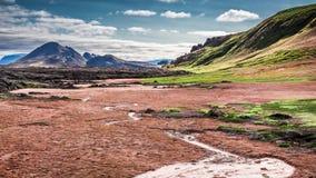 Abandone a vista completamente do enxofre na montanha vulcânica, Islândia Foto de Stock Royalty Free