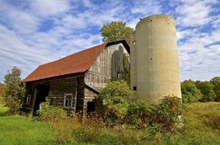 Abandoned barn and silo Royalty Free Stock Photography