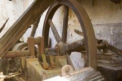 Abandoned bearbetar med maskin Arkivbild