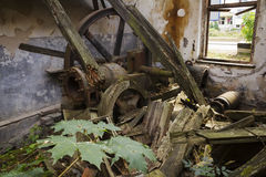 Abandoned bearbetar med maskin Arkivbilder