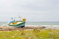Abandoned boat on the beach Royalty Free Stock Photos