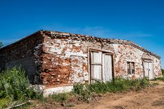 Abandoned brick cowshed Royalty Free Stock Images
