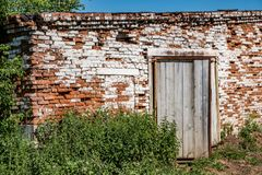 Abandoned brick cowshed Royalty Free Stock Photos
