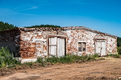 Abandoned brick cowshed Royalty Free Stock Photography
