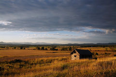 Abandoned Cabin. Early Evening, Abandoned Cabin In Vermont, Looking towards The Adirondack Mountains Of New York State Stock Photo