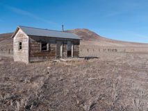 Abandoned cabin in the desert Royalty Free Stock Photos